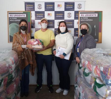 Ação do Governo do Estado destina 11 cestas básicas para famílias carentes de Paverama