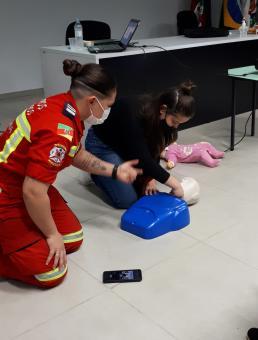 Profissionais da educação passam por treinamento de Primeiros Socorros