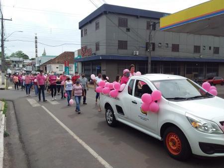 Caminhada em alusão ao Outubro Rosa fortalece campanha de conscientização